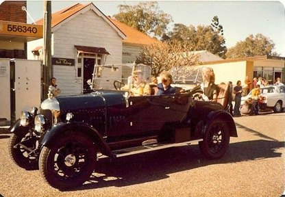 URUNGA PARADE CAR